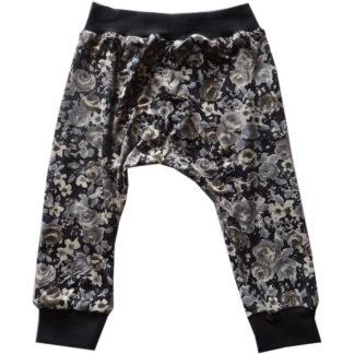 Dalton broekje in zwarte stof met grijze bloempjes